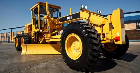 A sparkling clean fully reconditioned 140G Caterpillar motor grader.