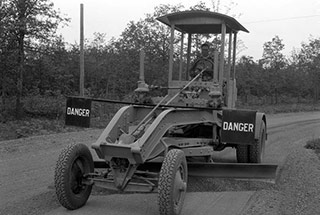 The History of Motor Graders | KH Plant