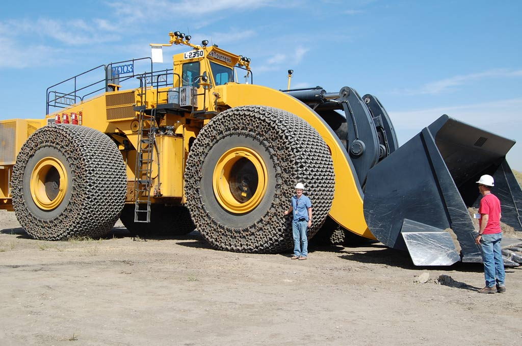 Large Tractor Wheels : Monster earth moving equipment kh plant